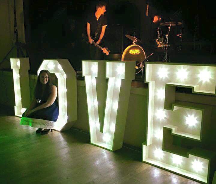 4ft Illuminated Love Lights